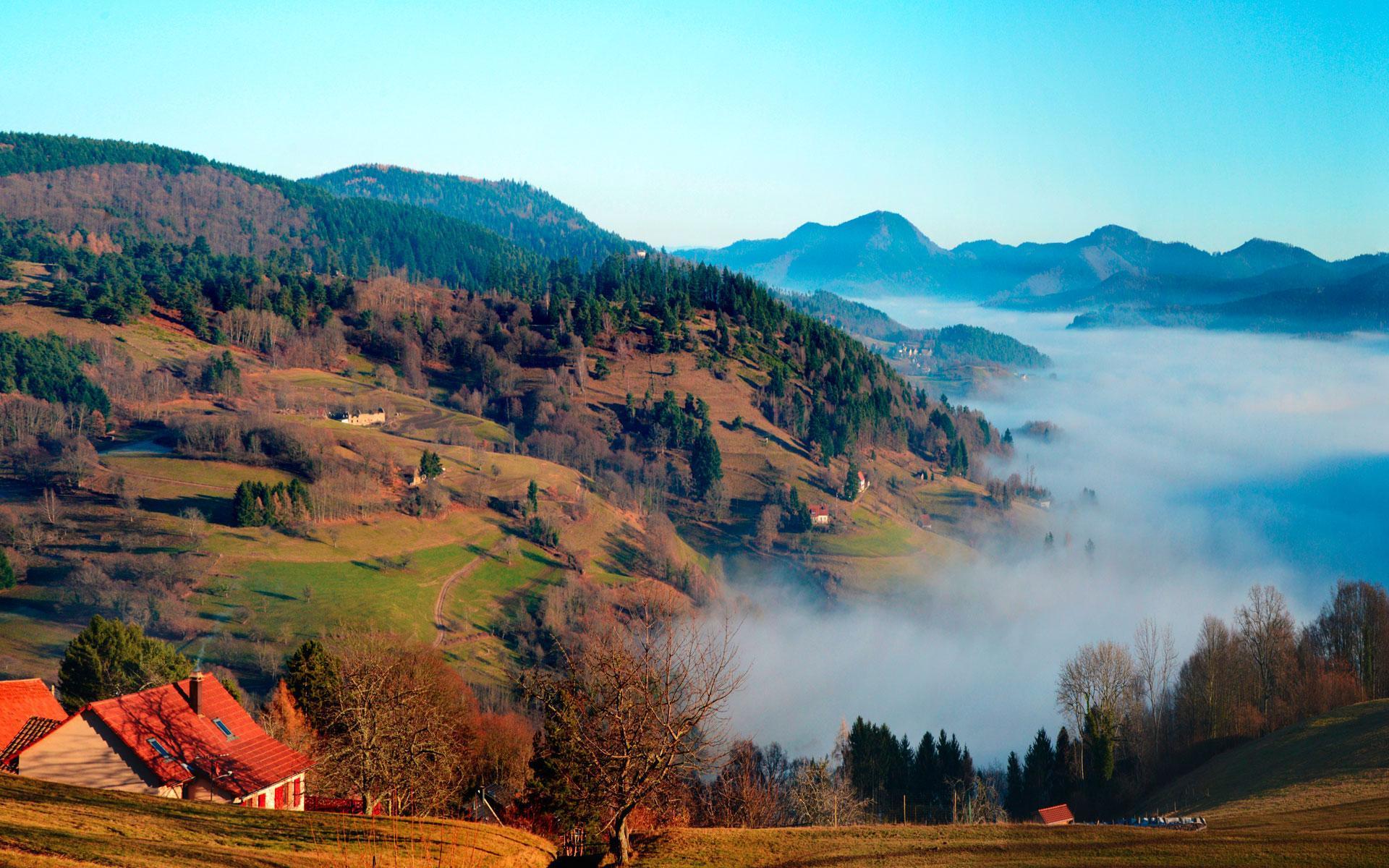 Panorama d'un village dans la campagne vosgienne