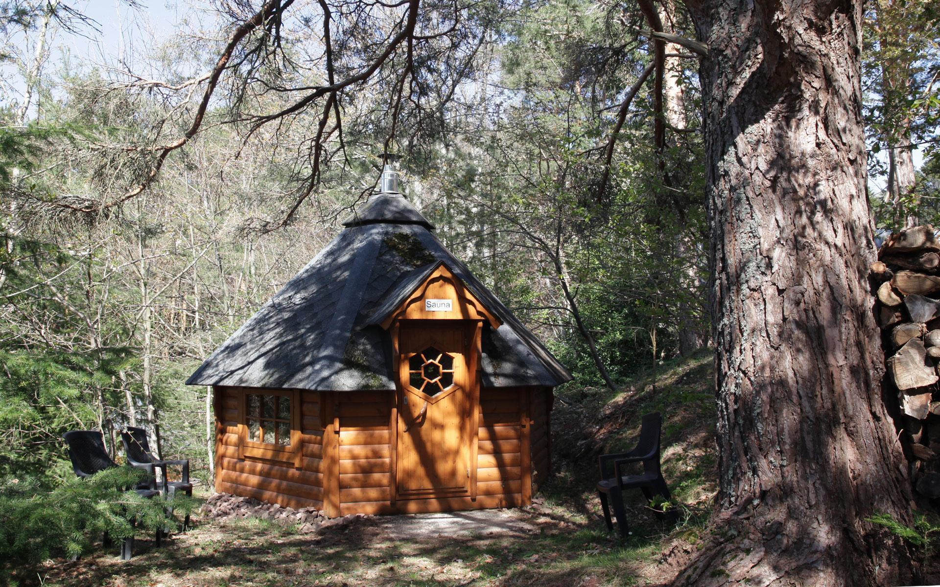 Les Kotas, des chalets en bois confortables et chaleureux. Existent aussi en version Sauna et Grill.