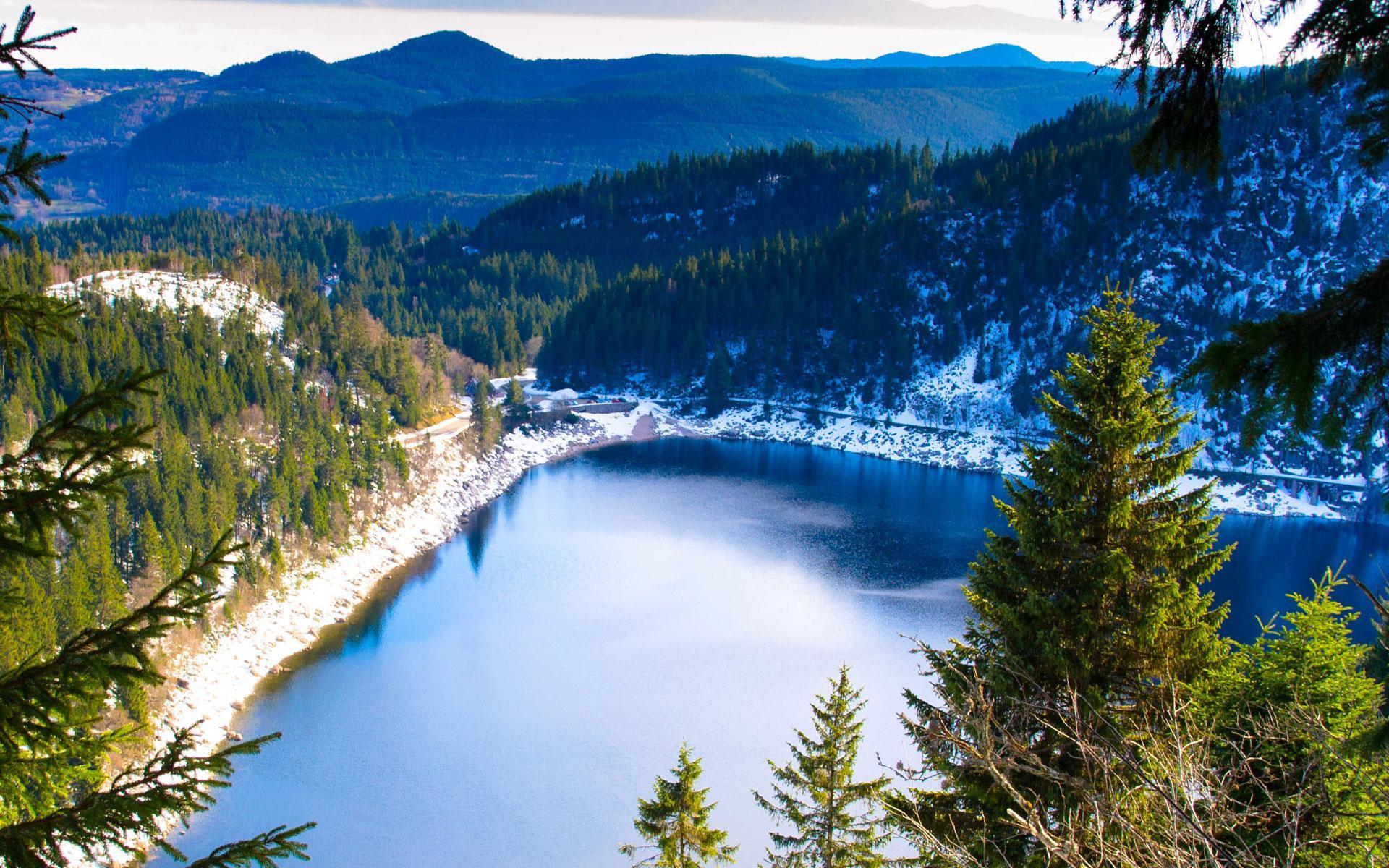 Panorama du lac blanc en hiver